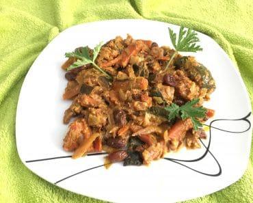 Curry de verduras con mango, pasas y nueces