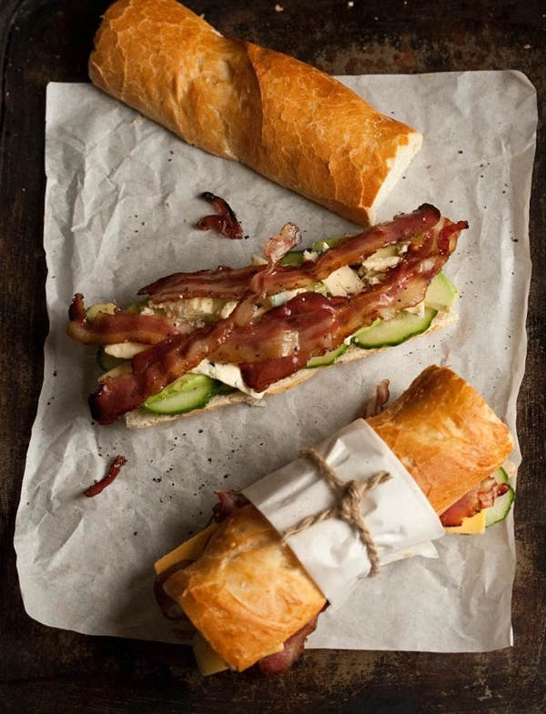 Ideas bocadillos: Bocadillo queso azul, bacon y aguacate