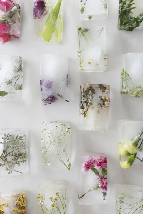 Usos bandeja de hielos: hielos con flores