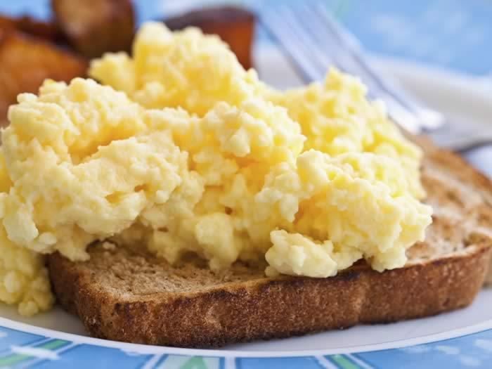 Peligro recalentar huevos revueltos