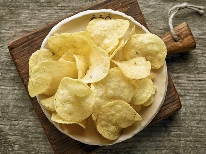 Hacer patatas chips en el microondas