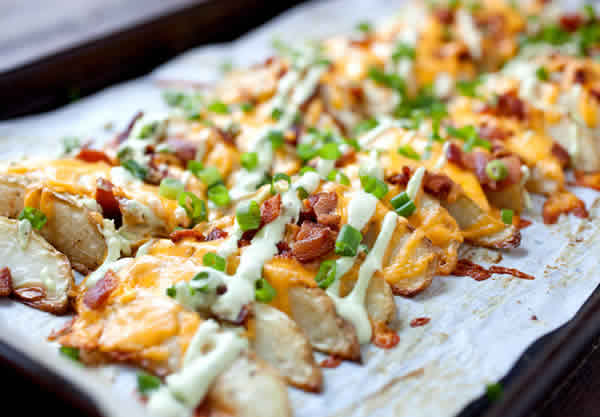 Patatas gajo asadas al horno con bacon y queso gratinado