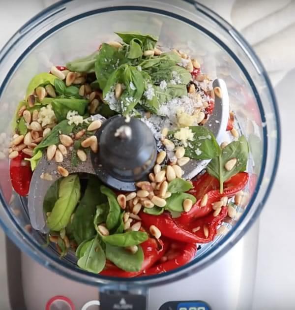 Pesto de pimiento rojo asado y albahaca