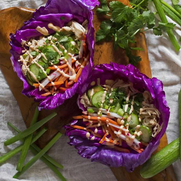 Wraps de lechuga con pollo estilo taco