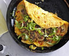 Foto: https://www.olivemagazine.com/recipes/quick-and-easy/chilli-cheese-and-garlic-mushroom-omelette/
