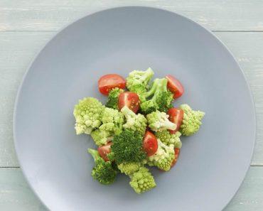 ¿Qué alimentos deberías evitar comer por la noche?