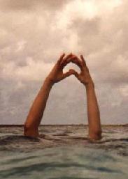 hacer corazon con las manos