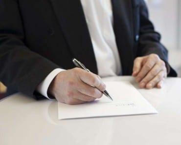 El extraño caso del notario que no sabía lo que firmaba
