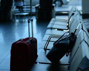 ¿Pueden las compañías aéreas cobrar suplementos a los pasajeros por transportar equipaje de mano?