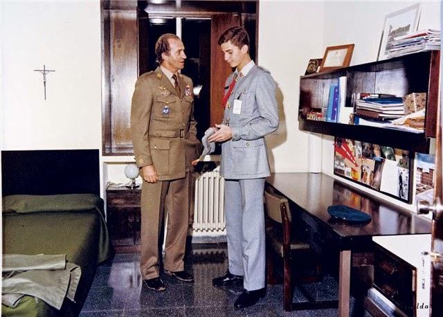¿Cuánto mide el Rey Felipe VI? - Altura - Real height El-Rey-se-preocup%C3%B3-personalmente-de-que-su-hijo-don-Felipe-tuviera-una-s%C3%B3lida-formaci%C3%B3n.
