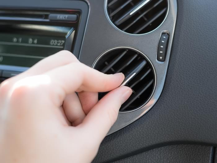Técnica para bajar la temperatura del coche en verano