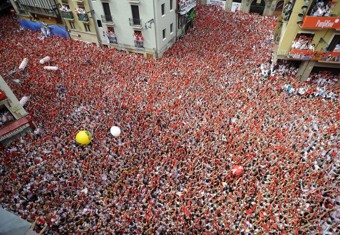 Multitud de gente en San Fermín
