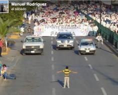 Foto viral del niño que quiso parar una manifestación en México