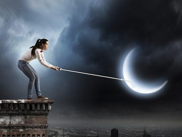 mujer lunática, chica luna