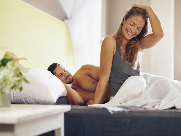 pareja-cama