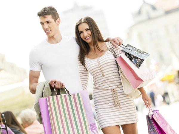 Pareja de compras