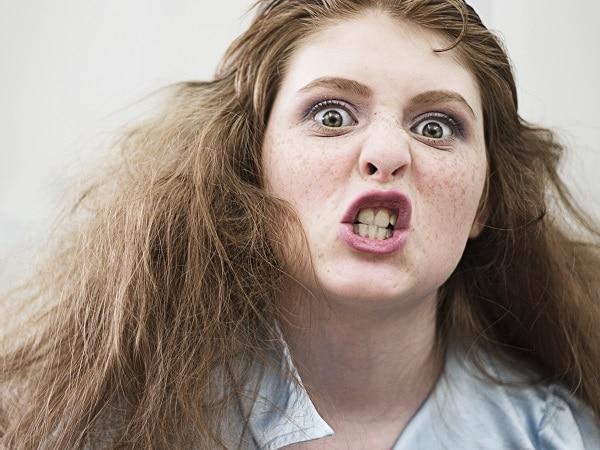 chica-adolescente-enfadada