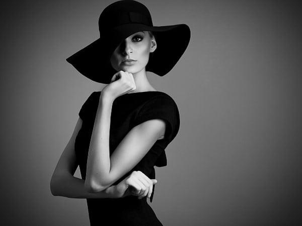 mujer-enigmatica-sofisticada