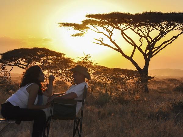 Pareja safari en África