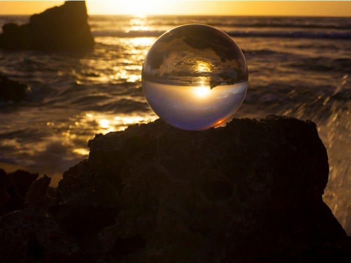 La Bola de cristal y el mar