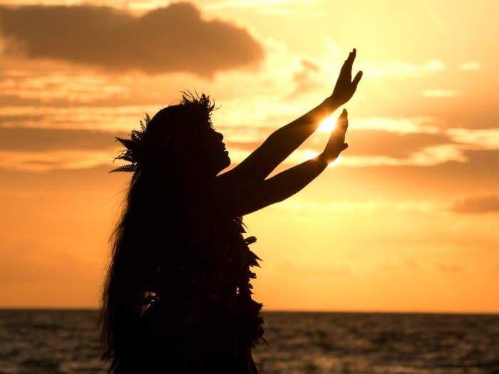 Hawaiana practicando Ho'oponopono