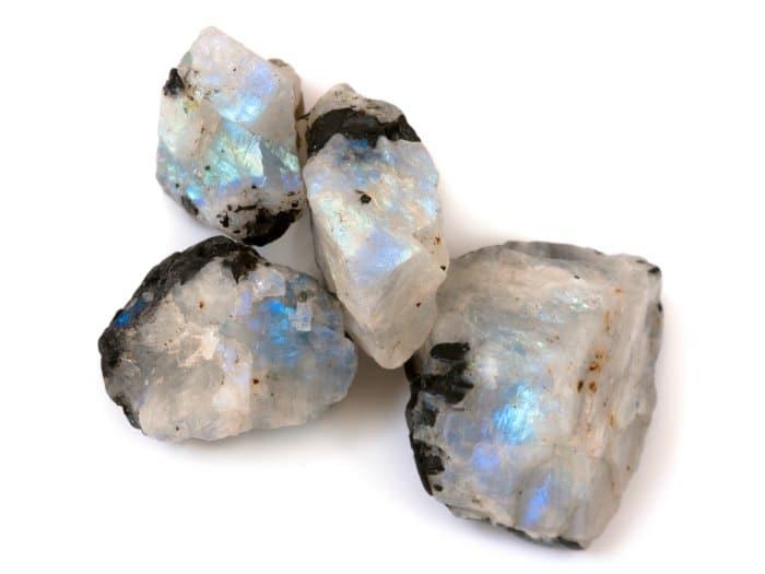 Meditar con Piedra Luna para-aumentar la intuicion