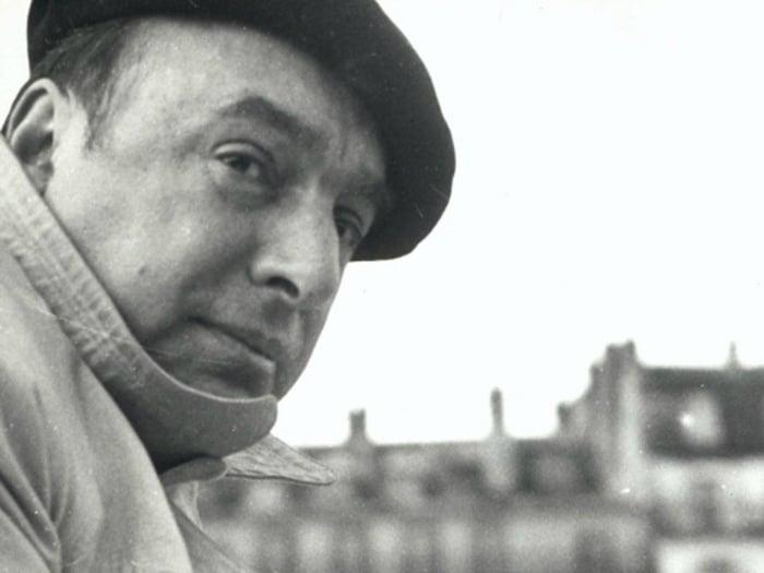 """""""La risa es el lenguaje del alma"""". Citas célebres de Pablo Neruda"""