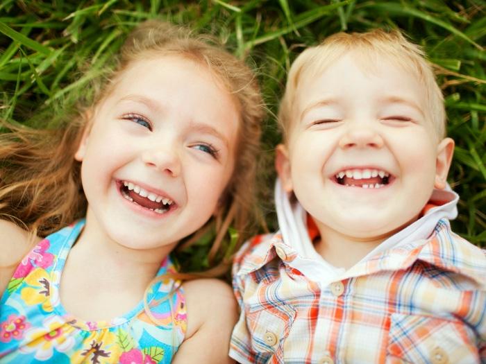 La alegría la llevas tú, y la contagias. Pincha aquí para aprender más sobre la FELICIDAD.