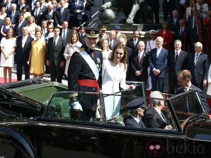 Los Reyes paseo en coche tras la coronación