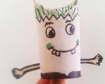 Monstruos de Halloween con rollos de papel