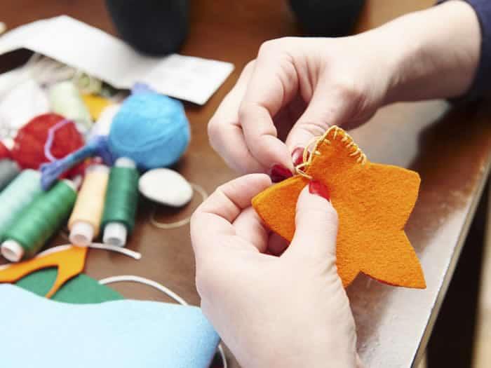 Como hacer adornos navide os en fieltro manualidades - Como realizar adornos navidenos ...