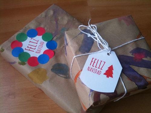 Papel de regalo casero manualidades for Regalos navidenos caseros