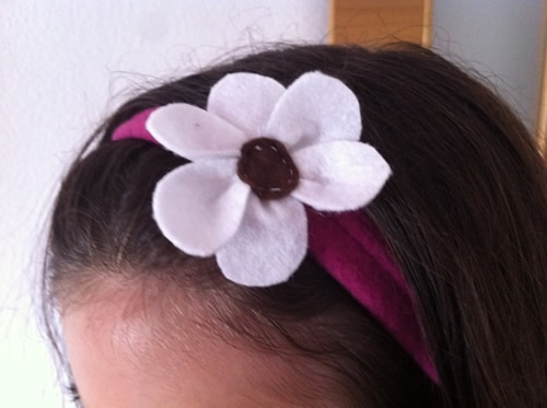 diadema con flor de fieltro