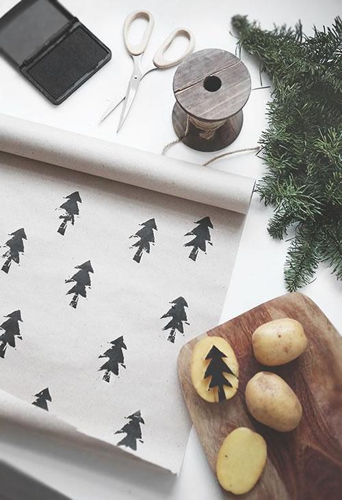 Manualidades de Navidad: papel de regalo casero