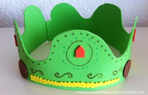 cómo hacer una corona de goma eva
