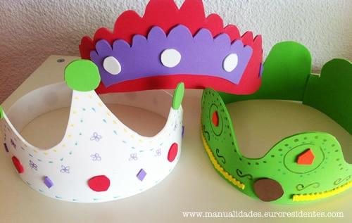 C mo hacer una corona con goma eva manualidades for Como hacer pulseras de goma eva