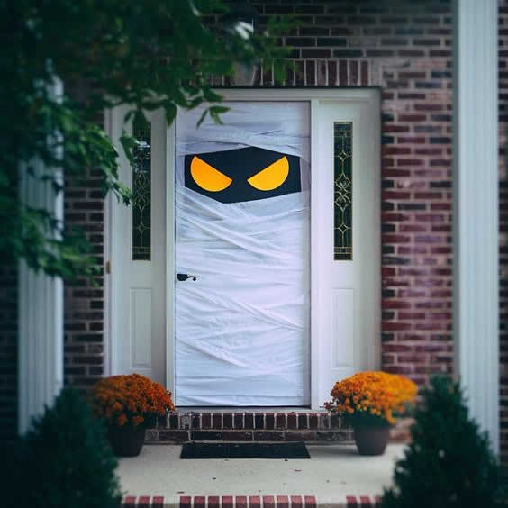 Idea para decorar la puerta en Halloween