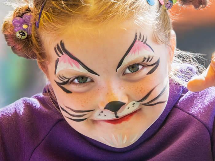 Maquillaje de gato de chica