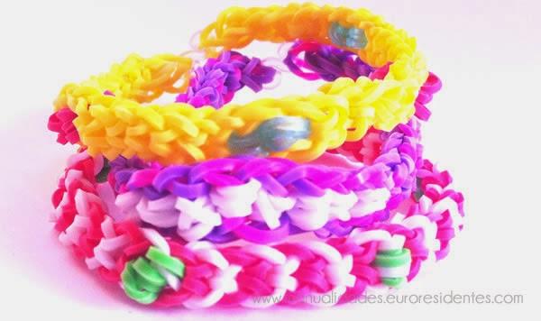 modelo pulsera gomitas: pulsera ligas con nudo invertido y rosas, malva