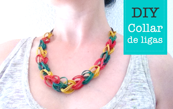 collar de gomas de colores