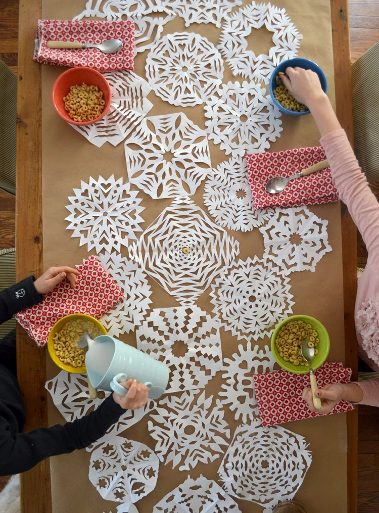 C mo hacer copos de nieve de papel f cil manualidades - Figuras para decorar ...
