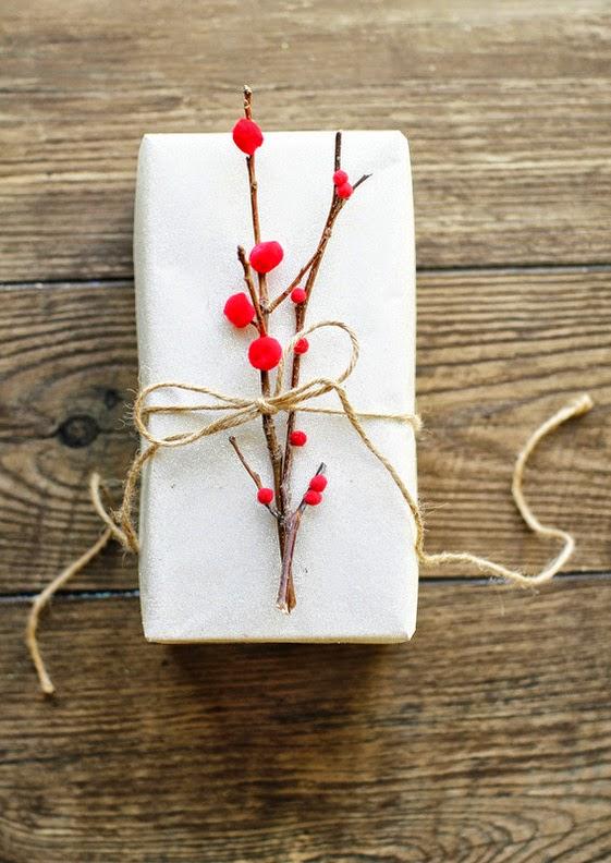 C mo envolver un regalo sin papel de regalo manualidades - Envolver regalos de forma original ...