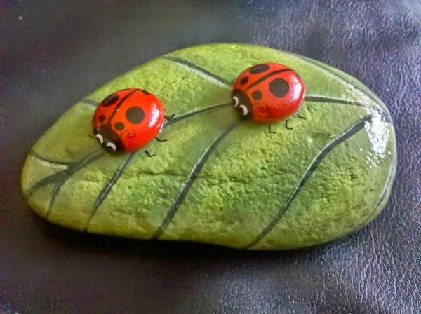 Pintar y decorar piedras a mano consejos b sicos e ideas for Figuras con piedras en jardines