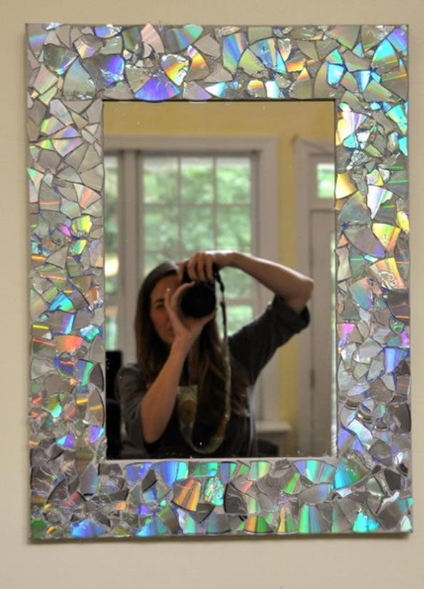 Mosaico de cd's en marco de espejo