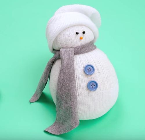 cómo hacer muñeco nieve con calcetín sin coser