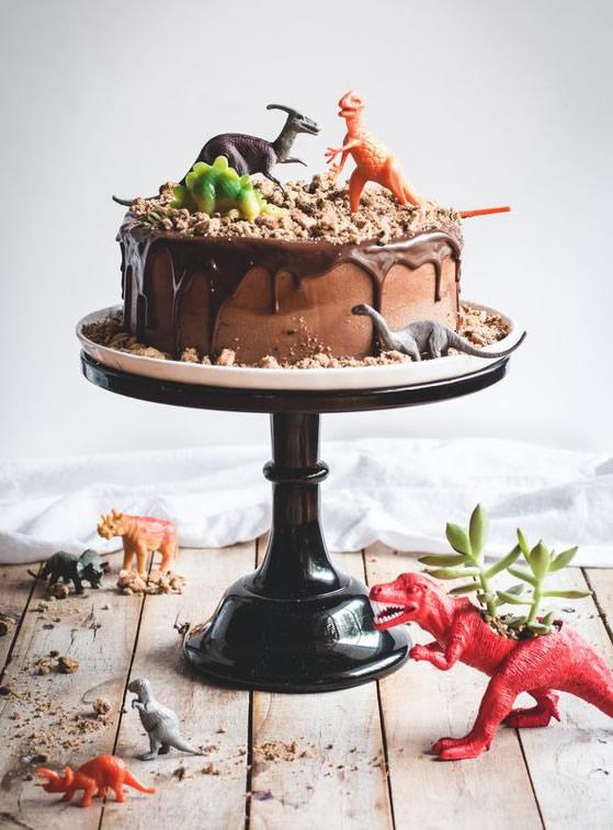 Manualidades para fiestas: tarta dinosaurios