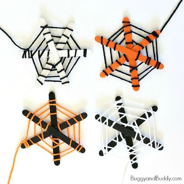 Halloween: manualidades para niños, telas de araña con palitos de maderr