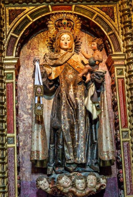 San Juan Bautista en brazos de la Virgen María