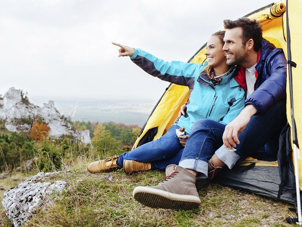 pareja-acampada