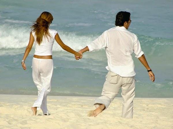 pareja-paseo-playa